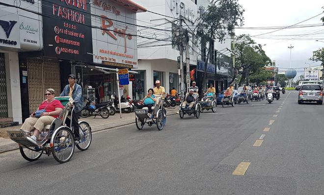 Khánh Hòa xử lý nạn chèo kéo khách, đe dọa hướng dẫn viên du lịch